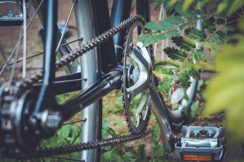 ロードバイクのチェーン洗浄を楽にする方法【乾拭き・オイルの種類】